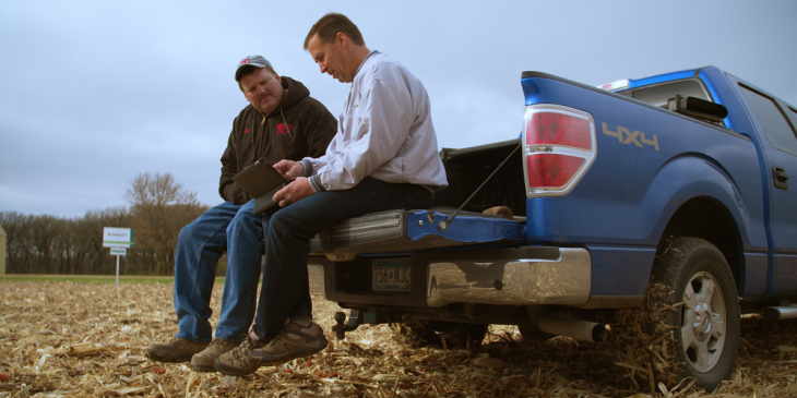 Growers hold discussions about agronomy
